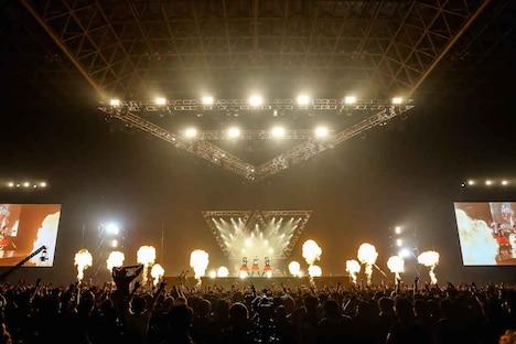 「BABYMETAL WORLD TOUR 2015 ~巨大天下一メタル武道会~」の様子。(Photo by Taku Fujii / MIYAAKI Shingo)