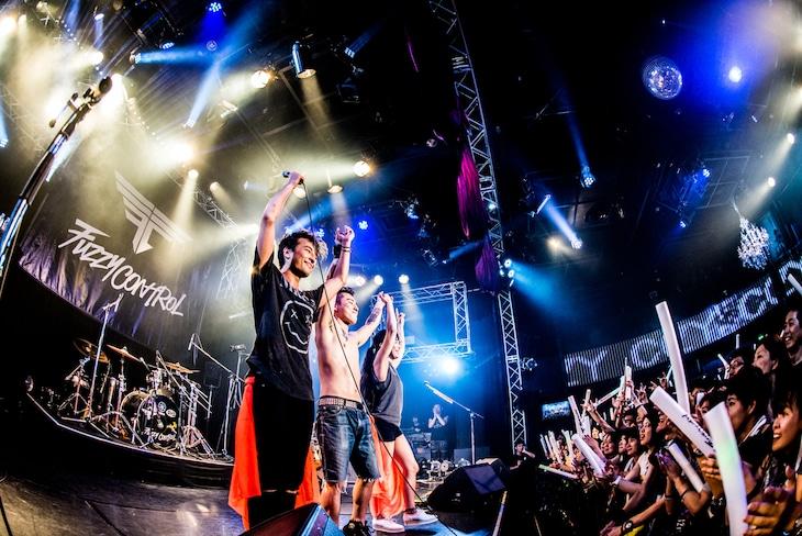 FUZZY CONTROL「ファジコン12年...行ってこい!LIVE ~また会おう~」のフィナーレの様子。 (撮影:浜野カズシ)