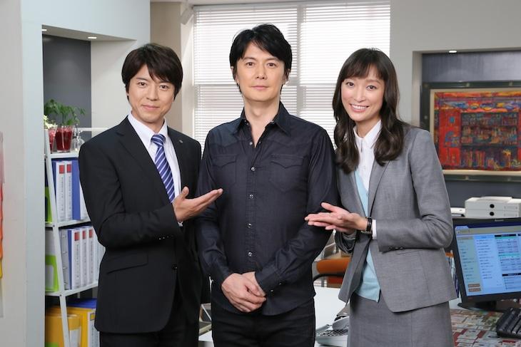 左から上川隆也、福山雅治、杏。 (c)日本テレビ