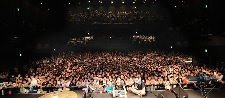 "the band apart「7th album""謎のオープンワールド""release live SMOOTH LIKE BUTTER TOUR」EX THEATER ROPPONGI公演の集合写真。(撮影:岡本麻衣[ODD JOB LTD.])"