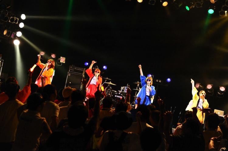 はっちゃけ隊from PASSPO☆ (Photo by MASANORI FUJIKAWA)