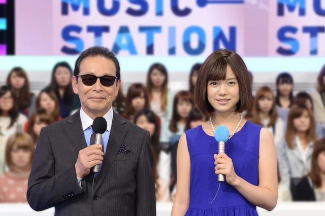 左から「ミュージックステーション」の司会を務めるタモリ、弘中綾香アナウンサー。(写真提供:テレビ朝日)