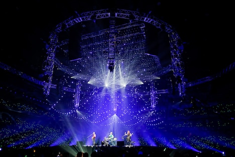 「Best Hit Alfee 2015 ONE NIGHT CIRCLE」のライブの様子。(Photo by hajime kamiiisaka)