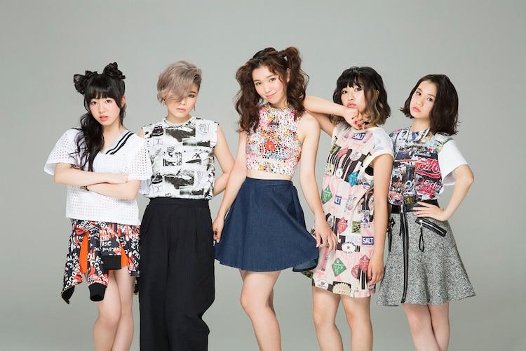 Dancing Dolls(左がMiu、左から4番目がMii