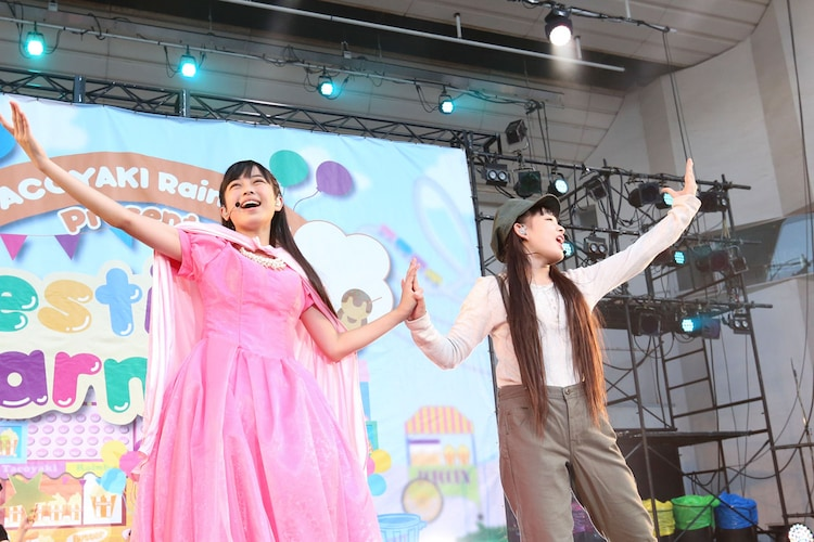 道頓堀歌劇団の彩木咲良(左)と根岸可蓮(右)。(撮影:笹森健一)