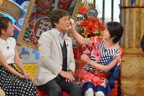 左から鈴木奈々、堀内孝雄、森昌子。(c)日本テレビ