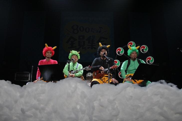 9月5日公演のアンコールよりMONGOL800と高木ブー。 (写真提供:HIGH WAVE)