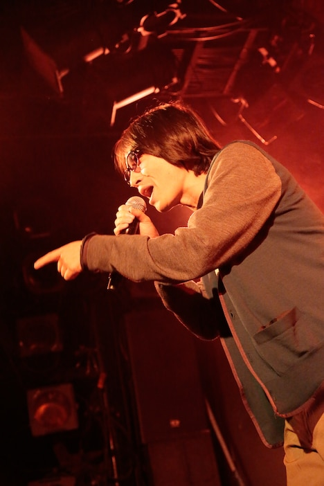 YO-KING(Vo, G)(Photo by eri shibata)