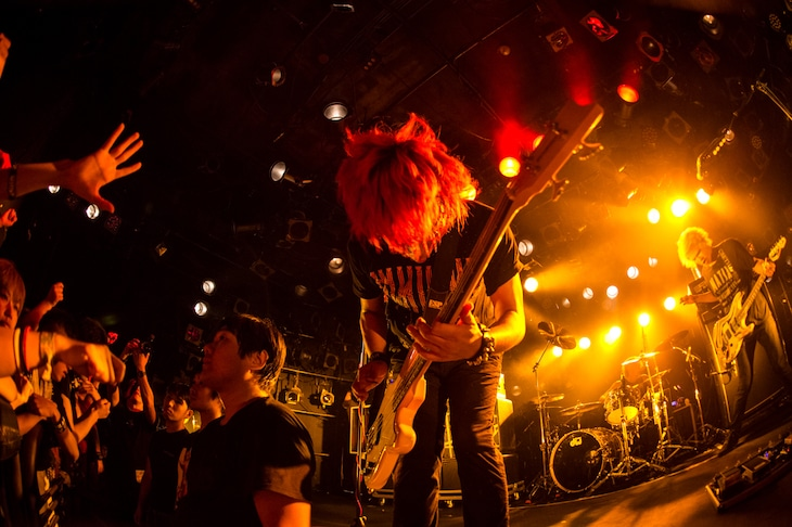 NAMBA69「LET IT ROCK TOUR 2015」東京・渋谷CLUB QUATTRO公演の様子。(Photo by Terumi Fukano)