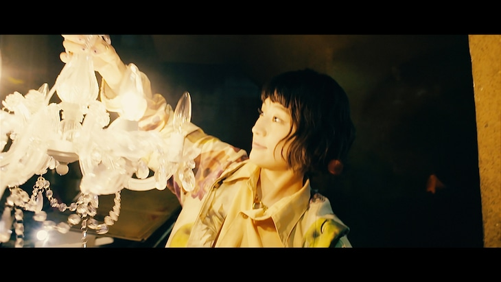 水曜日のカンパネラ「メデューサ」ミュージックビデオのワンシーン。