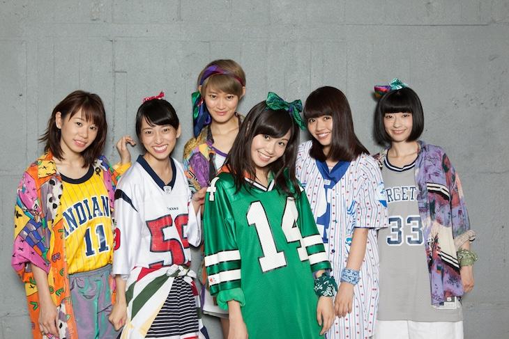 lyrical school。左からami、mei、minan、hime、ayaka、yumi。