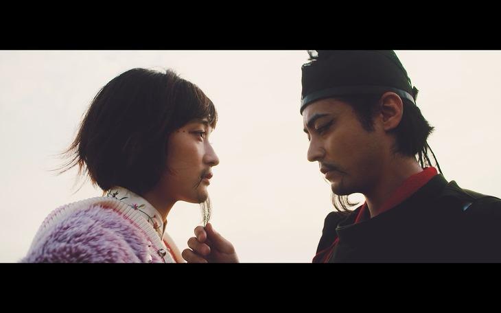 水曜日のカンパネラ「小野妹子」ミュージックビデオのワンシーン。