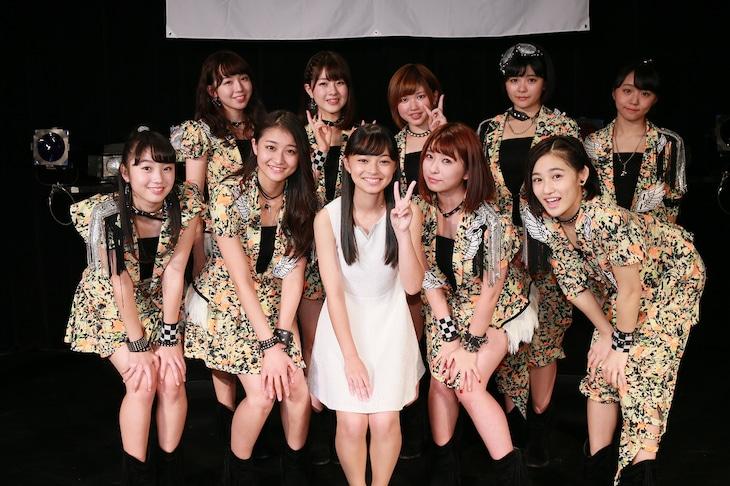 アンジュルムと新メンバーの上國料萌衣(写真中央)。(提供:アップフロントグループ)