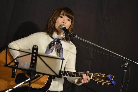 蒼山幸子(Vo, Key)によるひとりごとステージのパフォーマンスの様子。(Photo by AZUSA TAKADA)