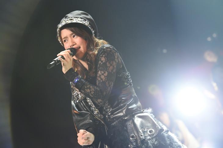 昨年11月29日に愛知・名古屋国際会議場センチュリーホールで実施されたライブイベント「SKE48冬コン2015名古屋再始動。~珠理奈が帰って来た~」で、「虫のバラード」を歌う山下ゆかり。 (c)AKS
