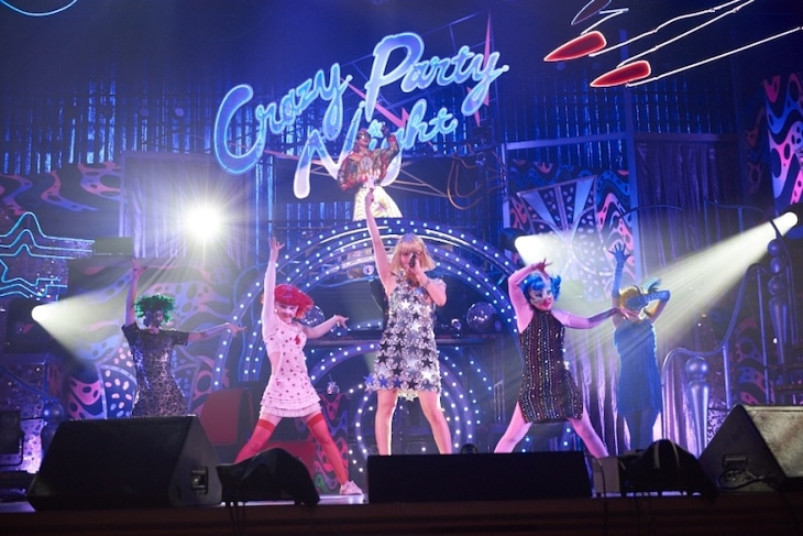 「きゃりーぱみゅぱみゅ JAPAN HALL TOUR『Crazy Party Night 2015』」東京国際フォーラム ホールA公演の様子。 (撮影:佐藤勲)