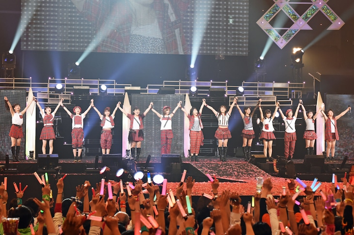 「モーニング娘。'15 コンサートツアー秋~PRISM~」ファイナル公演の様子。