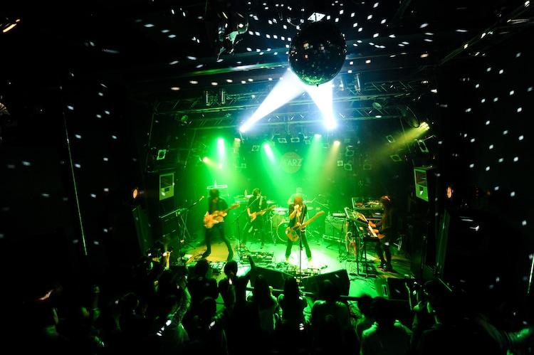 The Flickersのライブの様子。(Photo by MASANORI FUJIKAWA)