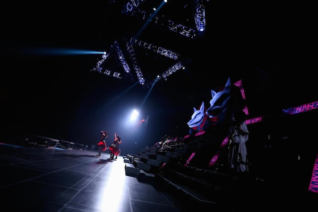 「BABYMETAL WORLD TOUR 2015 ~THE FINAL CHAPTER OF TRILOGY~」の様子。(Photo by Taku Fujii)