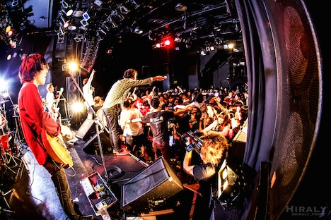 "「EVERLONG ""シグナルE.P"" & POT ""MISH MASH"" リリース記念!EVERLONG&POT MV撮影&宇宙最速試聴会2MAN LIVE!!」アンコールの様子。(撮影:ひらりい)"
