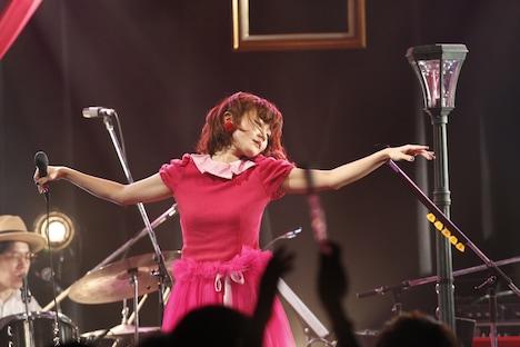 「吉澤嘉代子 秘密ツアー ~8都市をめぐる秘密公演~」東京公演の様子。(撮影:森久)