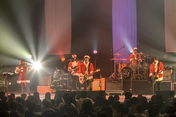 「BIGMAMA X'mas Parade 2015」TOKYO DOME CITY HALL公演の様子。(Photo by AZUSA TAKADA)