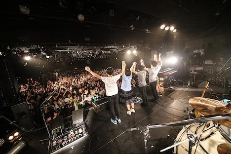Mrs. GREEN APPLE「Mrs. ONEMAN TOUR~東と名と阪~」東京・LIQUIDROOM公演の様子。(撮影:後藤壮太郎)