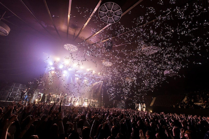 「Tokyo Chaos 2015」東京・国立代々木競技場第二体育館公演の様子。(撮影:木村泰之)