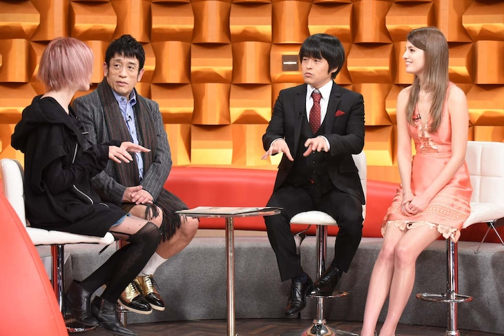 左から有泉智子、クリス松村、バカリズム、マギー。(c)日本テレビ