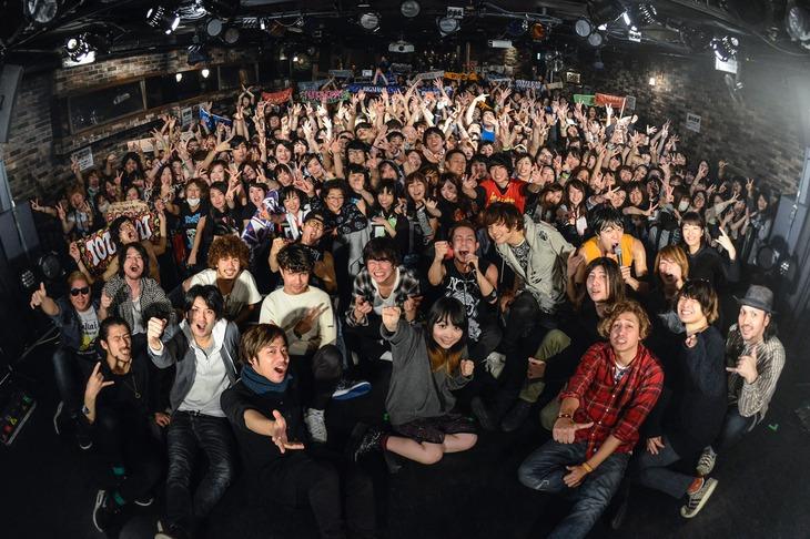 「RX-RECORDS Presents RX-NIGHT Vol.7」終演後の集合写真。(Photo by AZUSA TAKADA)