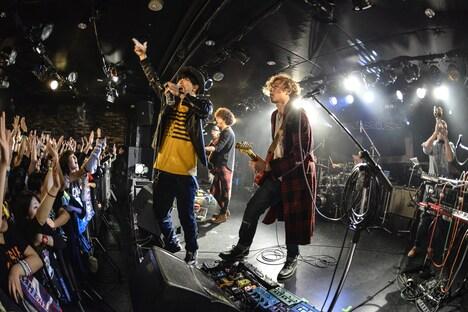 SPiCYSOLとShunによるコラボパフォーマンスの様子。(Photo by AZUSA TAKADA)