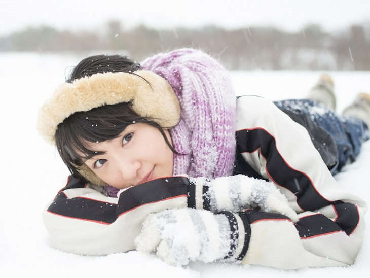 生駒里奈の写真集「君の足跡」より。