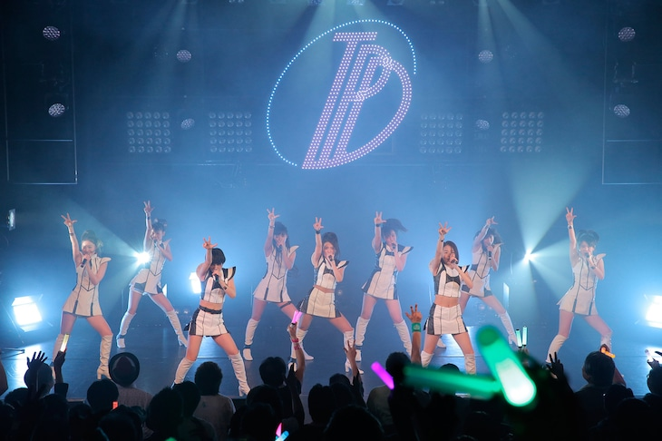 「東京パフォーマンスドール@CBGK!! ~ダンスサミット ネイキッド 2015冬-2016新春~」第5クールの様子。(写真提供:EPICレコードジャパン)