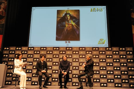 好きな三国志の登場人物を解説する吉川晃司。
