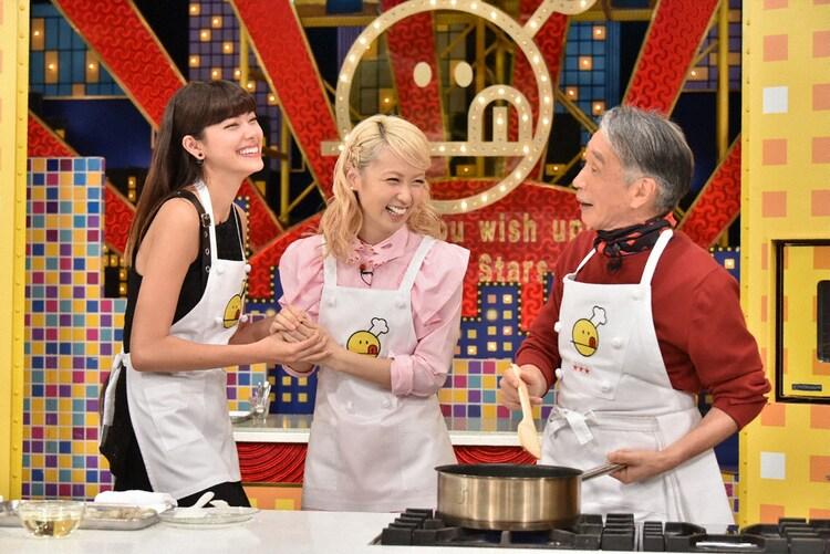 左より森星、Ami、堺正章。 (c)TBS