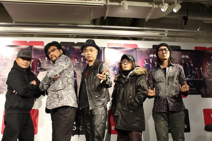 左からRIKIJIと特撮(三柴理、大槻ケンヂ、NARASKI、ARIMATSU)。(写真提供:EVIL LINE RECORDS)