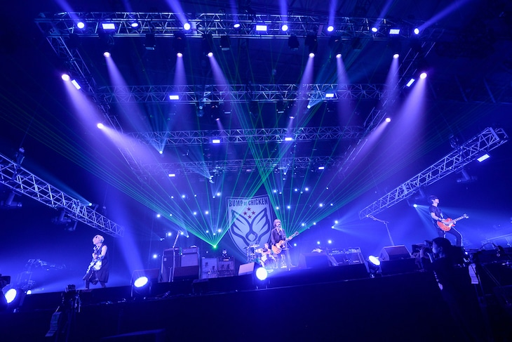 「BUMP OF CHICKEN結成20周年記念Special Live『20』」の様子。(撮影:古渓一道)