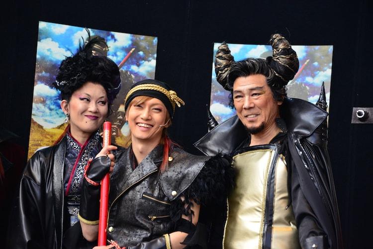 「GOKU」囲み取材の様子。左より大沢逸美、喜矢武豊、西岡徳馬。