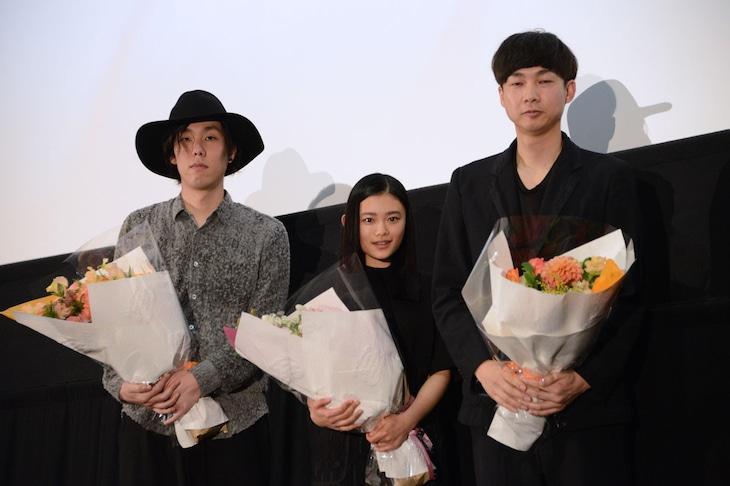 左から野田洋次郎、杉咲花、松永大司監督。