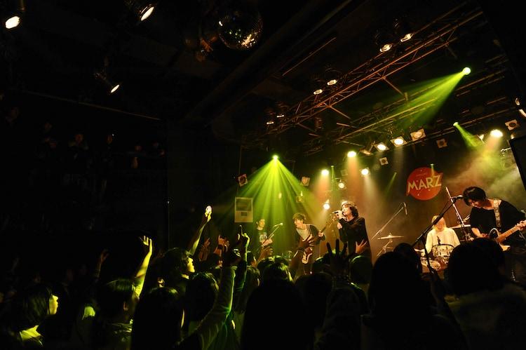 another sunnydayのライブの様子。(Photo by MASANORI FUJIKAWA)