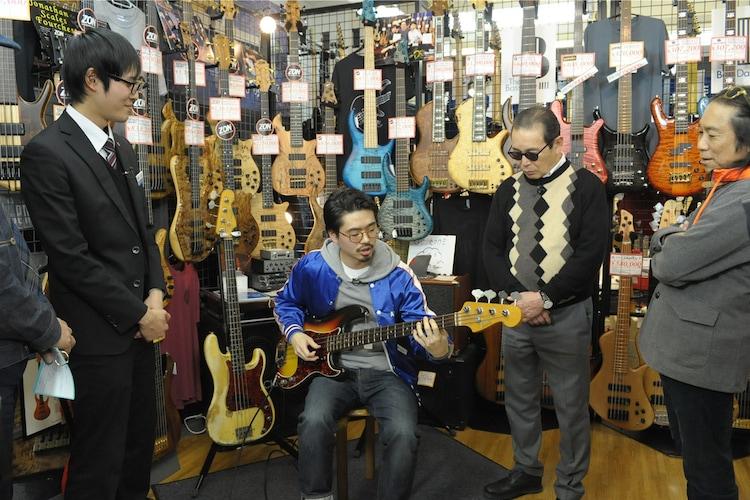 音楽ナタリー            タモリ倶楽部でハマ・オカモトが「楽器を買う前のアレ」に迫る