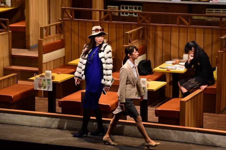 「シアターシュリンプ 第二回公演『ガールズビジネスサテライト』」ゲネプロの様子。