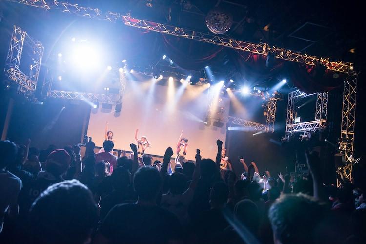 GALETTeによるライブの様子。