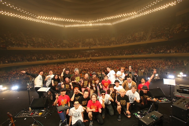 「FM COCOLO Presents『ROOTS66-Naughty50-』」東京・日本武道館公演の様子。(撮影:三浦麻旅子)