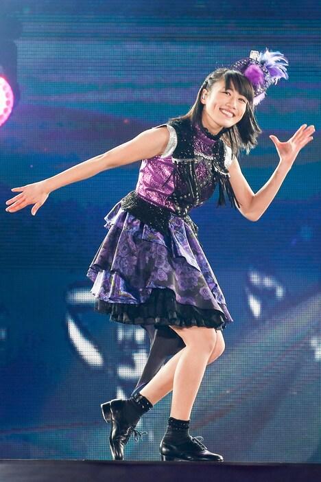 4月2日公演での高城れにのソロパフォーマンスの様子。(Photo by HAJIME KAMIIISAKA+Z)