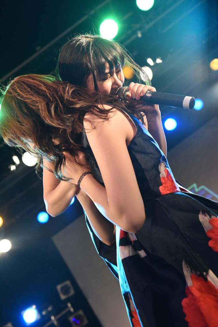 大阪☆春夏秋冬によるライブの様子。