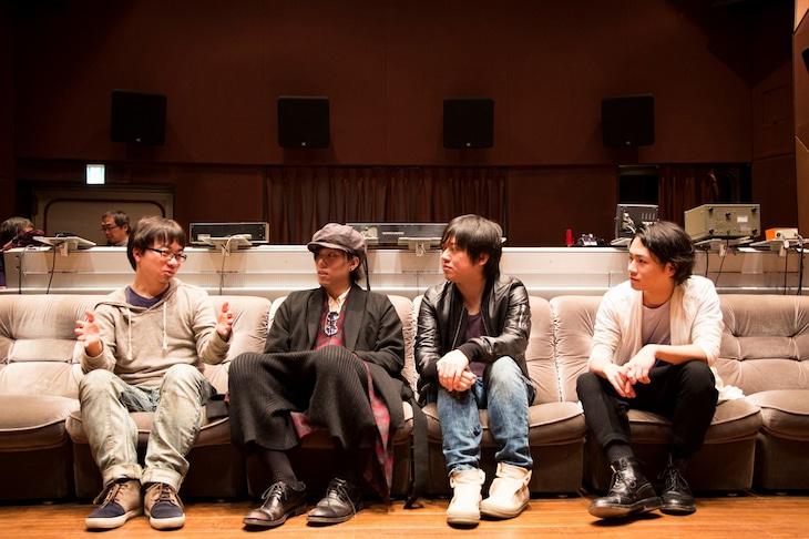 左から新海誠監督、RADWIMPS。(写真提供:東宝株式会社)