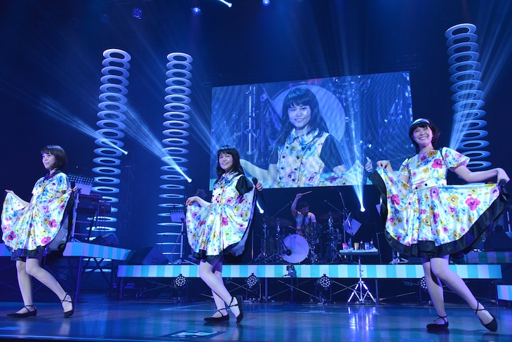 """「Negicco Second Tour """"The Music Band of Negicco"""" supported byサトウ食品」最終公演の様子。"""