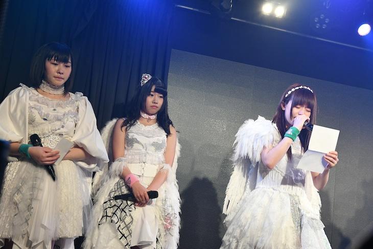 卒業発表をした水原汐莉、奈良井夢、坂木ひとみ。