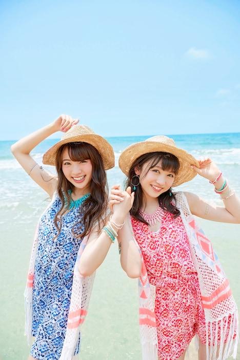 志田サマー新井サマー。左から志田友美(夢みるアドレセンス)、新井ひとみ(東京女子流)。